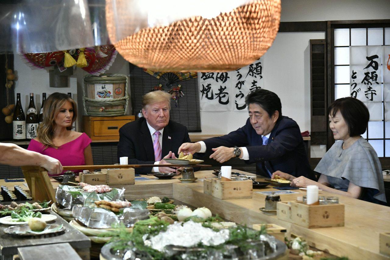 3泊4日という多忙な米大統領としては異例の長期日程で日本を訪れたトランプ大統領。安倍首相はゴルフ、相撲観戦、炉端焼きでの会食、そして新天皇との会見と「異例の