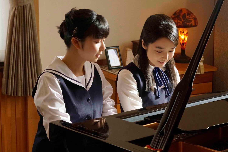 今作では高校生ピアニスト姉妹を演じた ©2018「羊と鋼の森」製作委員会