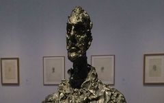 「存在の不安」を突きつける、恐るべきジャコメッティの彫刻