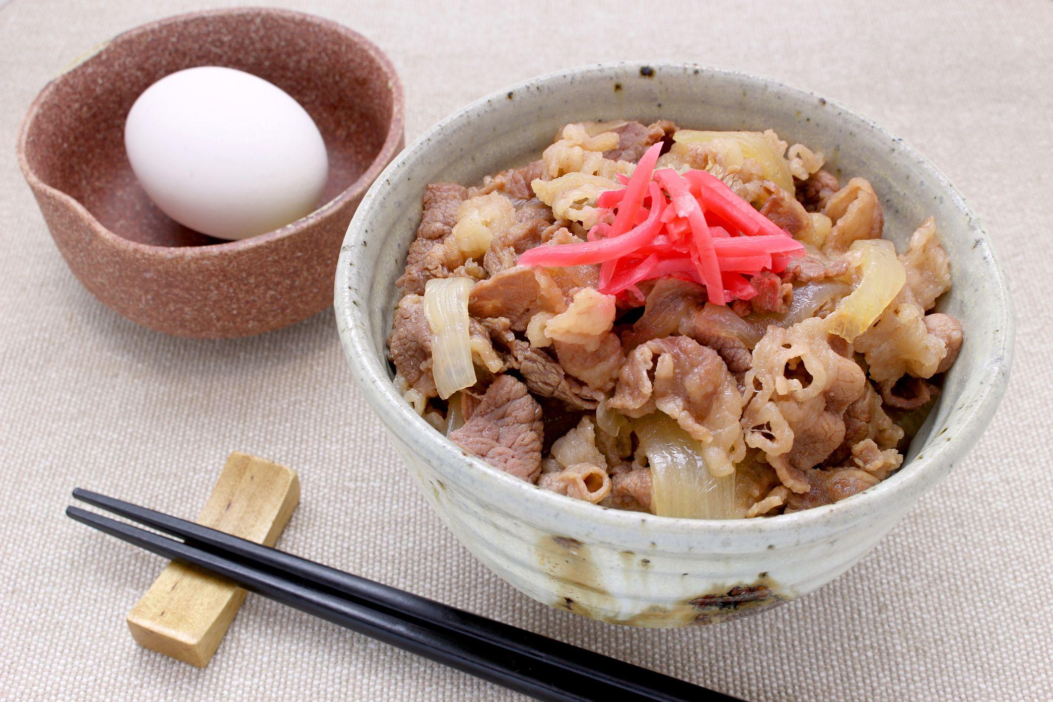 手軽に食べられる牛丼は「福祉」なのか ©iStock.com