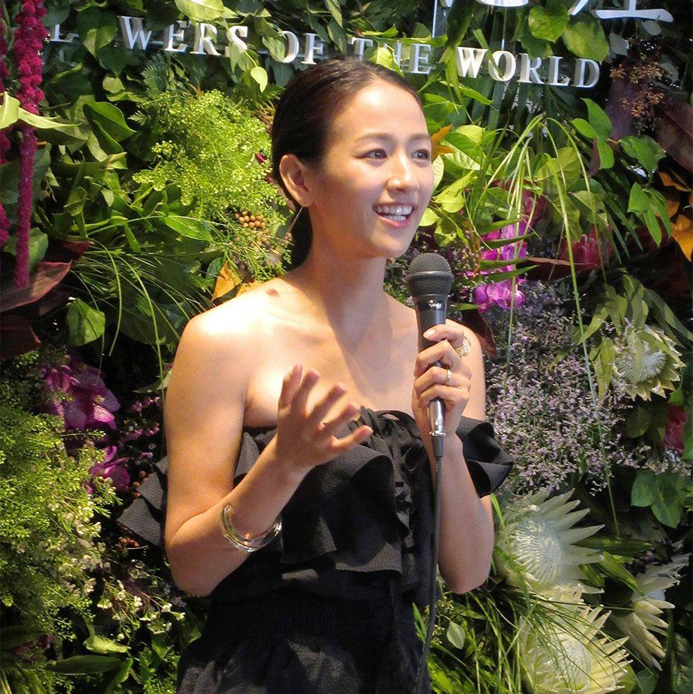 2017年9月には、世界中の農家からこだわりの花を集めたECサイト「世界の花屋」のオープン記念イベントに出席した