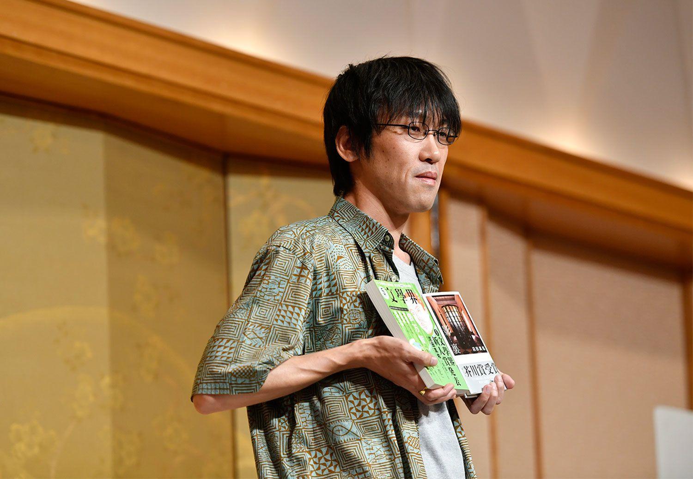 7月19日に発表された第157回芥川賞は、沼田真佑さんのデビュー作『影裏』が受賞 ©文藝春秋