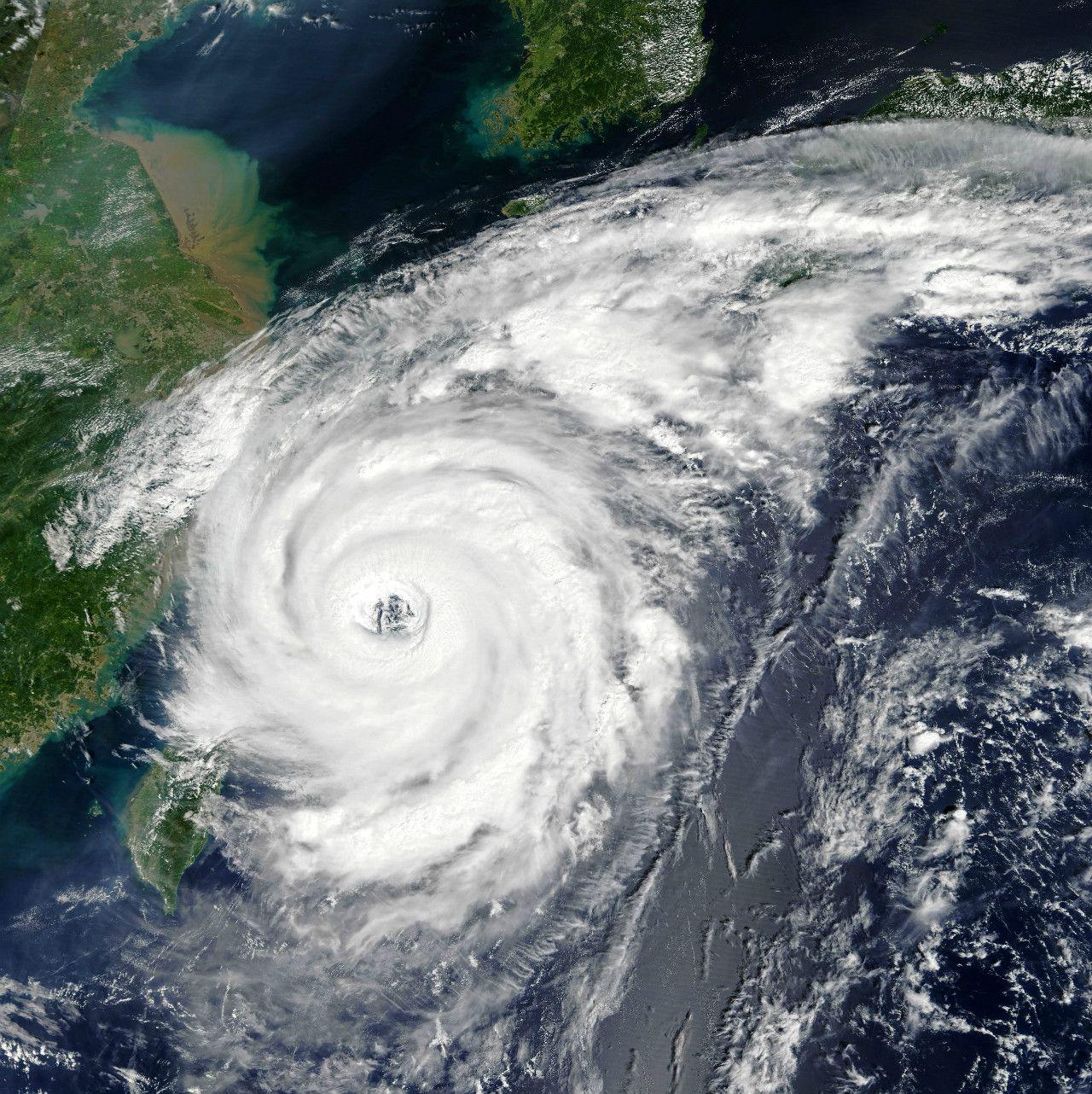 台風21号 ©NASA
