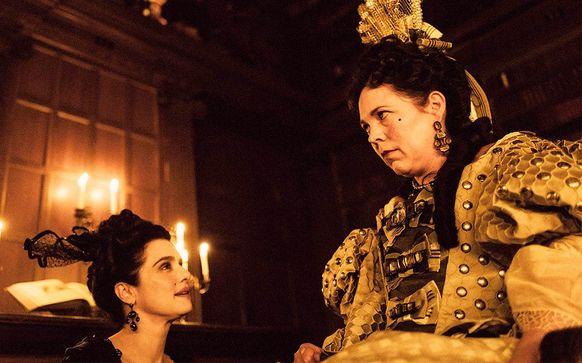 """女王の寵愛をめぐる2人の側近、""""三角関係""""の行方は……「女王陛下のお気に入り」を採点!"""
