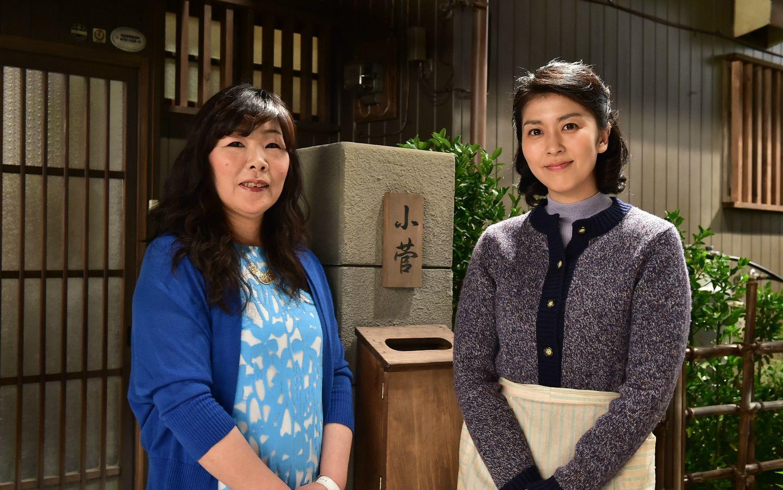 原作者の遠藤展子さんと主演の松たか子さん
