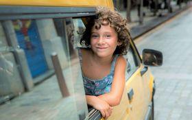 """両親を""""ある病気""""で亡くした少女のひと夏の物語 「悲しみに、こんにちは」を採点!"""