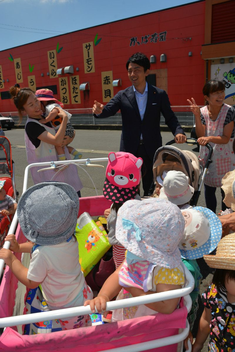 各演説会場には赤ちゃんがたくさん(宮城県登米市)撮影:常井健一