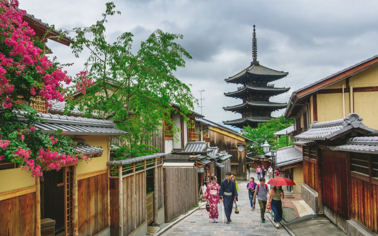 「もう観光客が来なくなればいい」……「私道での撮影禁止」は花街・祇園のSOS | 文春オンライン