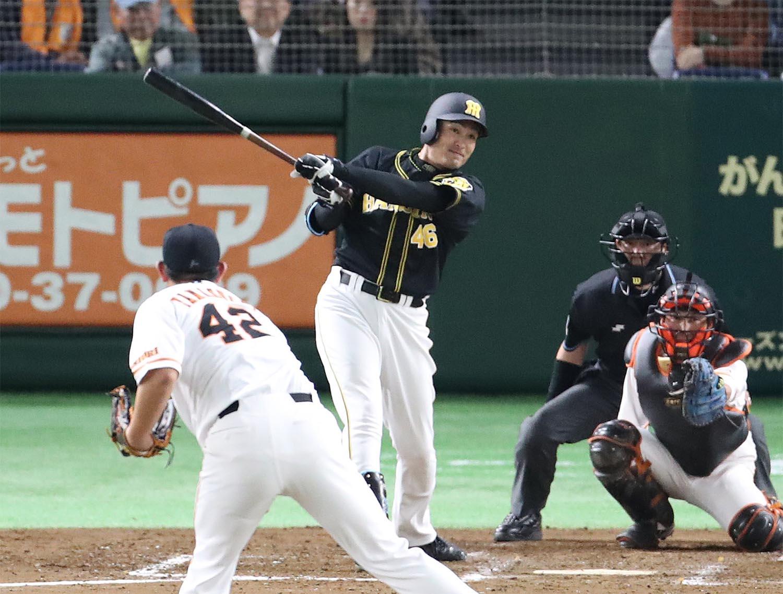 5月8日の巨人戦、4回に本塁打を放った秋山拓巳