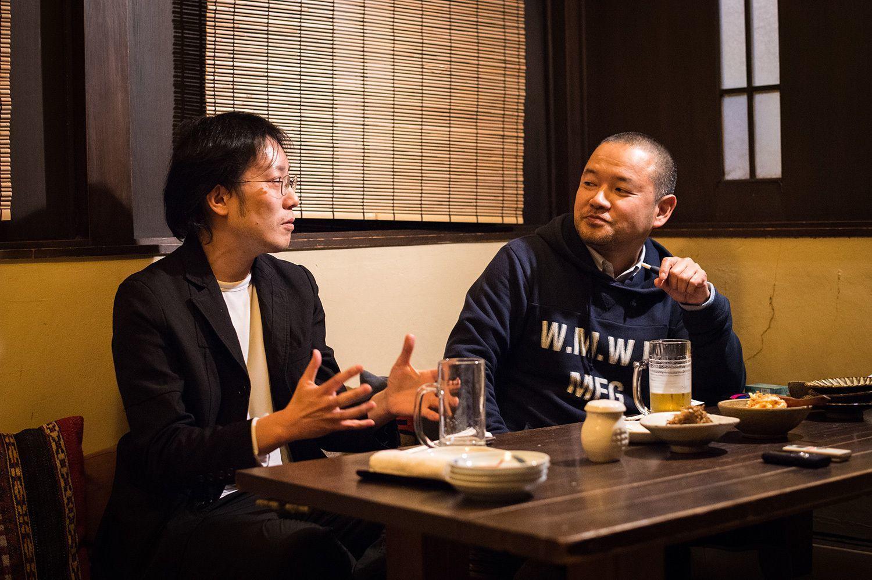 燃え殻さん(左)と大根仁さん(右)