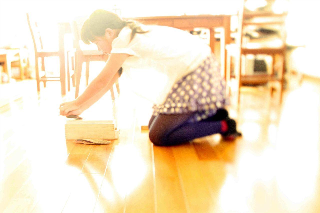 朝、かつお節を削って、みそ汁にひとつかみ入れる ©VIN OOTA