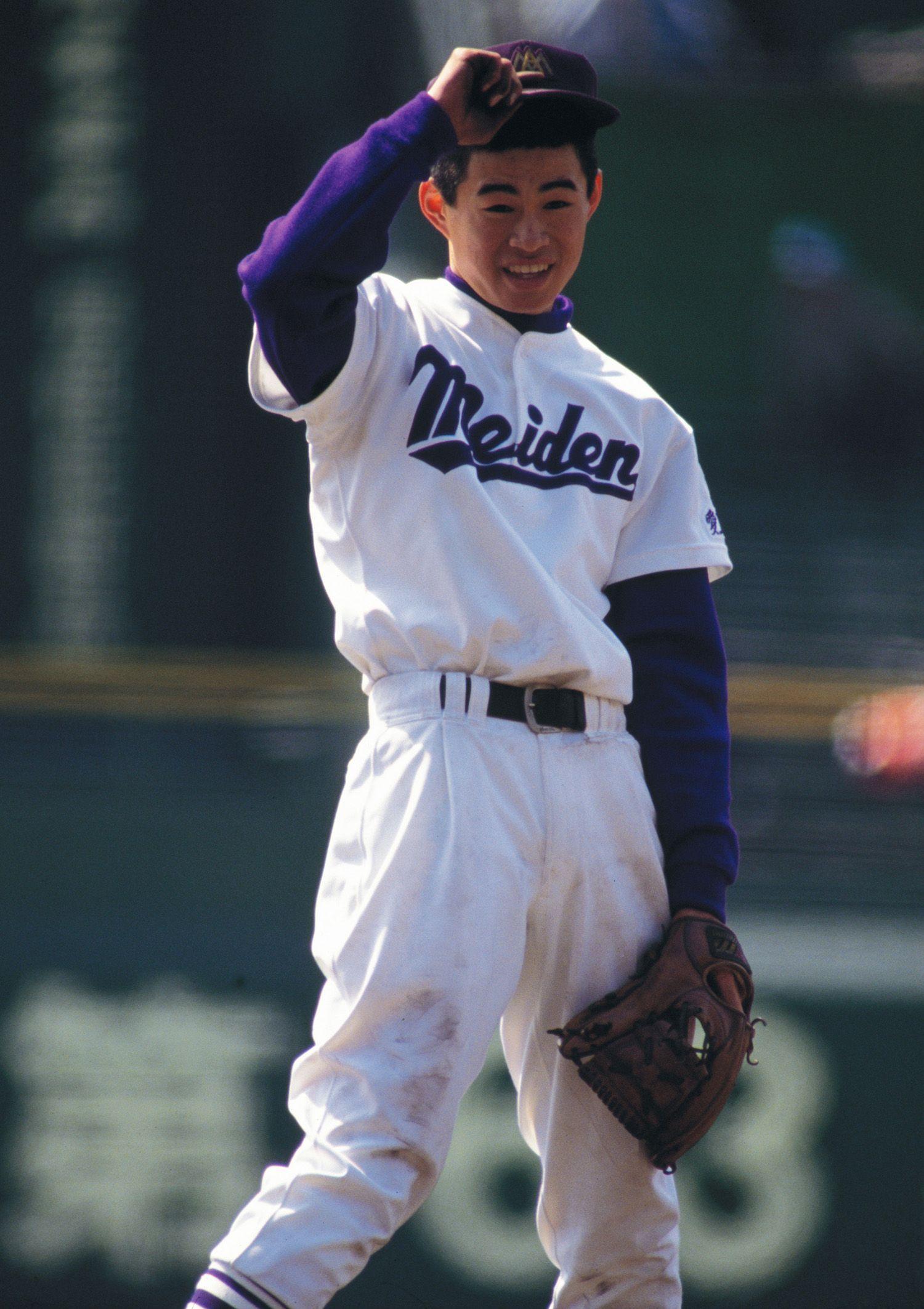 翌年のセンバツには投手として登板した ©AFLO