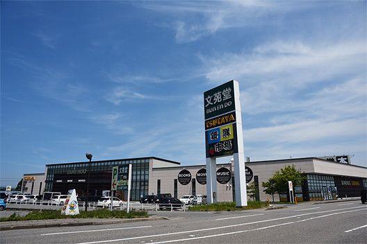 文苑堂書店福田本店、駐車場が充実している。