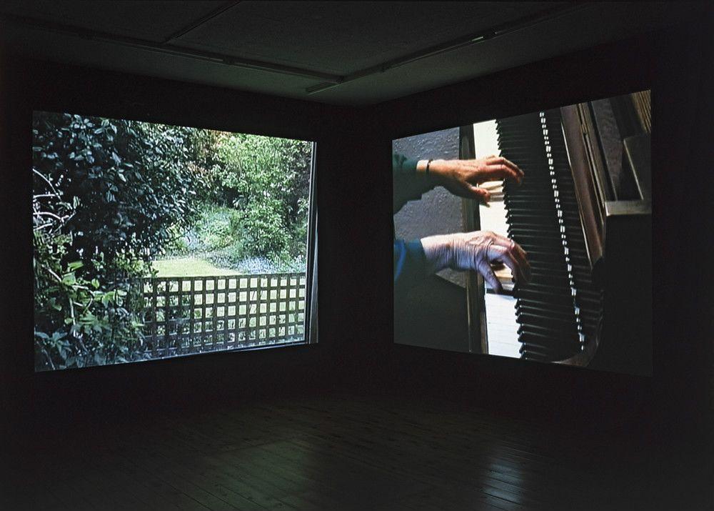横溝静《Forever (and again)》、2003、ヴィデオ・インスタレーション © Shizuka Yokomizo © GEIJUTSU SHINCHO photo: Tatsuro Hirose, Courtesy of Wako Works of Art