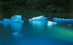 旅する写真家・石塚元太良が氷河で表現する、究極の自然美