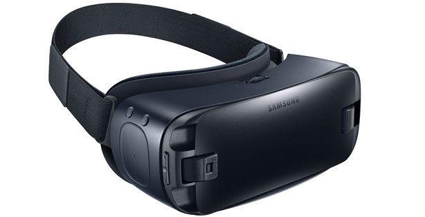 GearVR(Samsung)は対応のスマートフォン、Galaxyシリーズを、ゴーグル内に格納して使う。専用アプリから、音楽やゲームなどのコンテンツをダウンロードして楽しめる。フィット感や使用感も高く、メガネをかけたままでも装着できる。