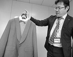 業界1位「菅公学生服」はカジュアル服メーカーと提携 Photo:Kyodo
