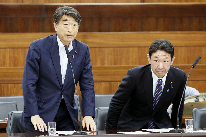 上野宏史厚労政務官(右) ©共同通信社