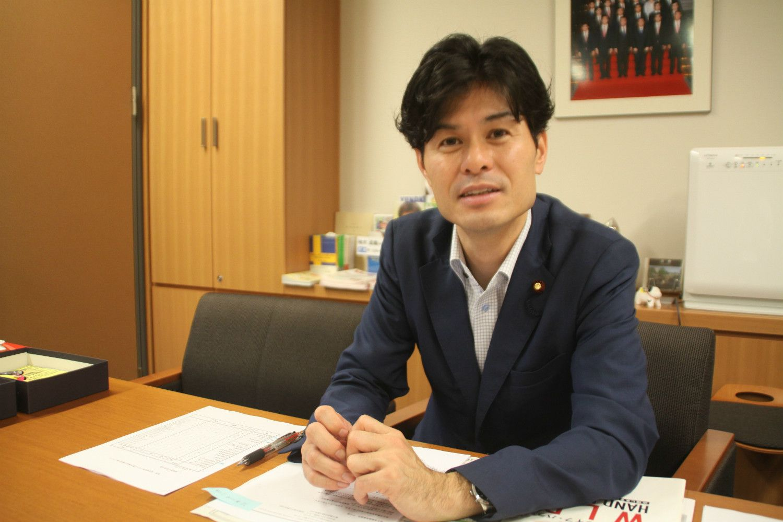 現在、当選4回の柚木氏 ©渋井哲也