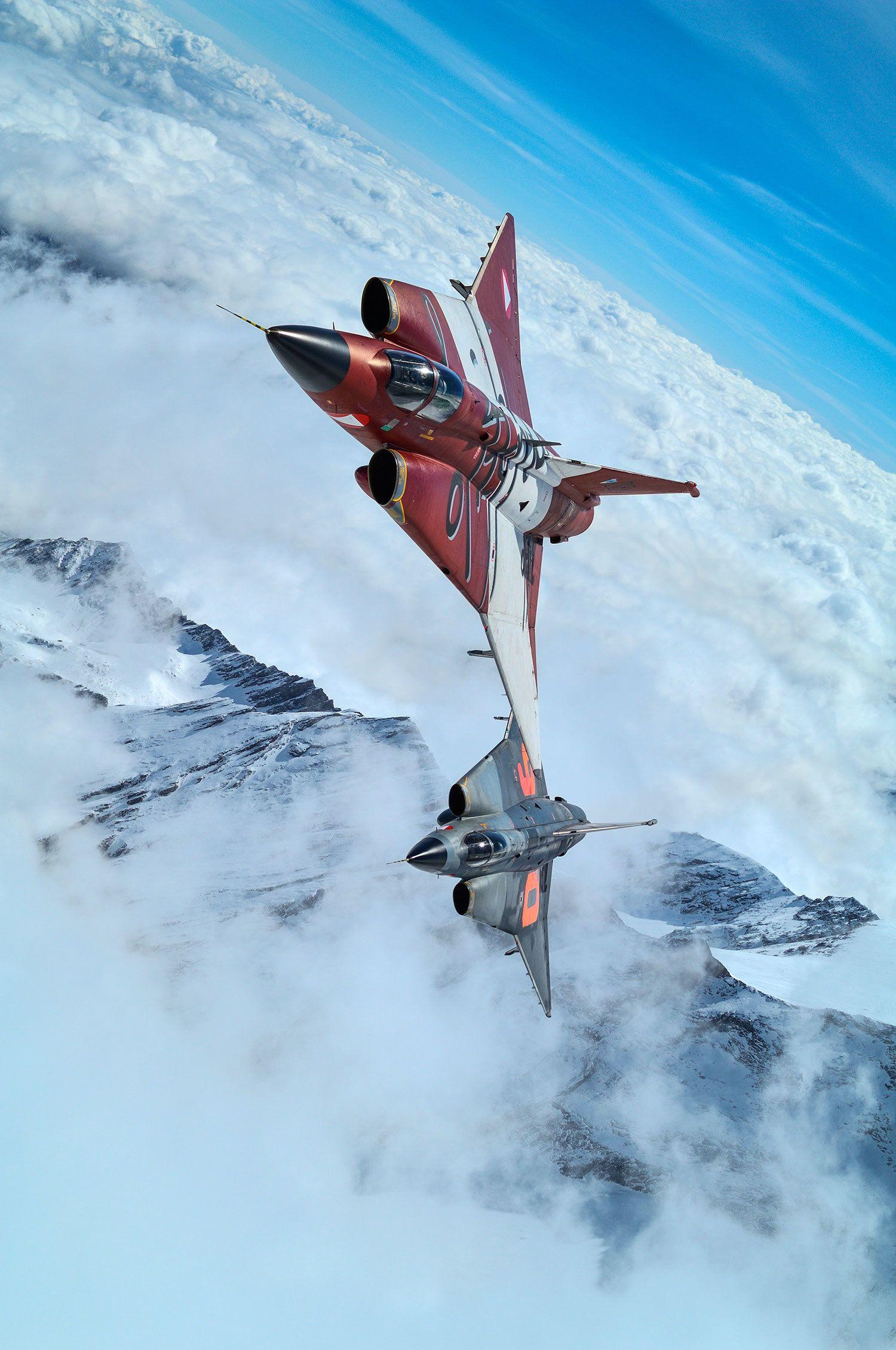 サーブS350Eドラケン(生産国スウェーデン) アルプス上空を疾駆するオーストリア空軍機
