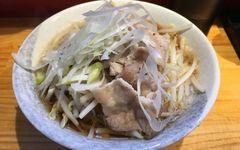 東京のラーメン好き必食! 新感覚で人気の「背脂入り肉そば」とは
