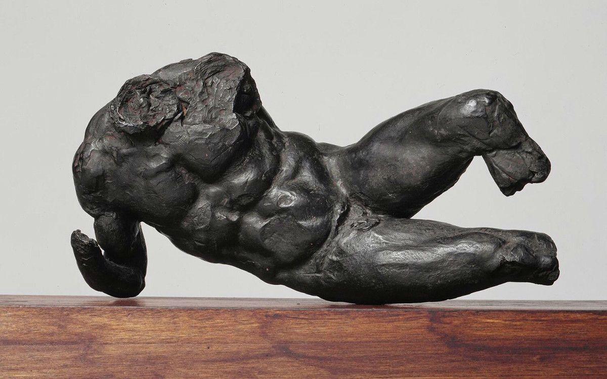 ミケランジェロ・ブオナローティ 《背を向けた男性裸体像》1504-05年 ペンとインク、黒チョークのあたりづけ/紙 カーサ・ブオナローティ ©Associazione Culturale Metamorfosi and Fondazione Casa Buonarroti