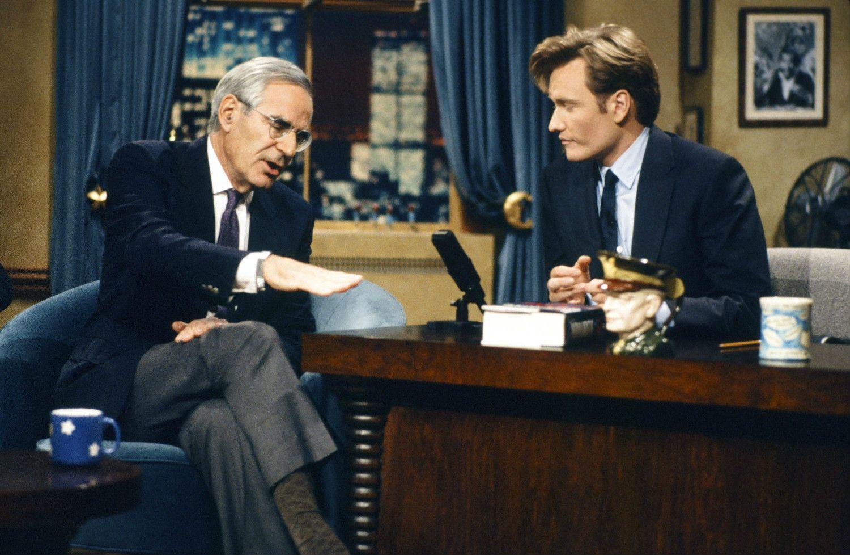 NBCの「Late Night with Conan O'Brien」でインタビューを受けるハルバースタム(1993年)  ©getty
