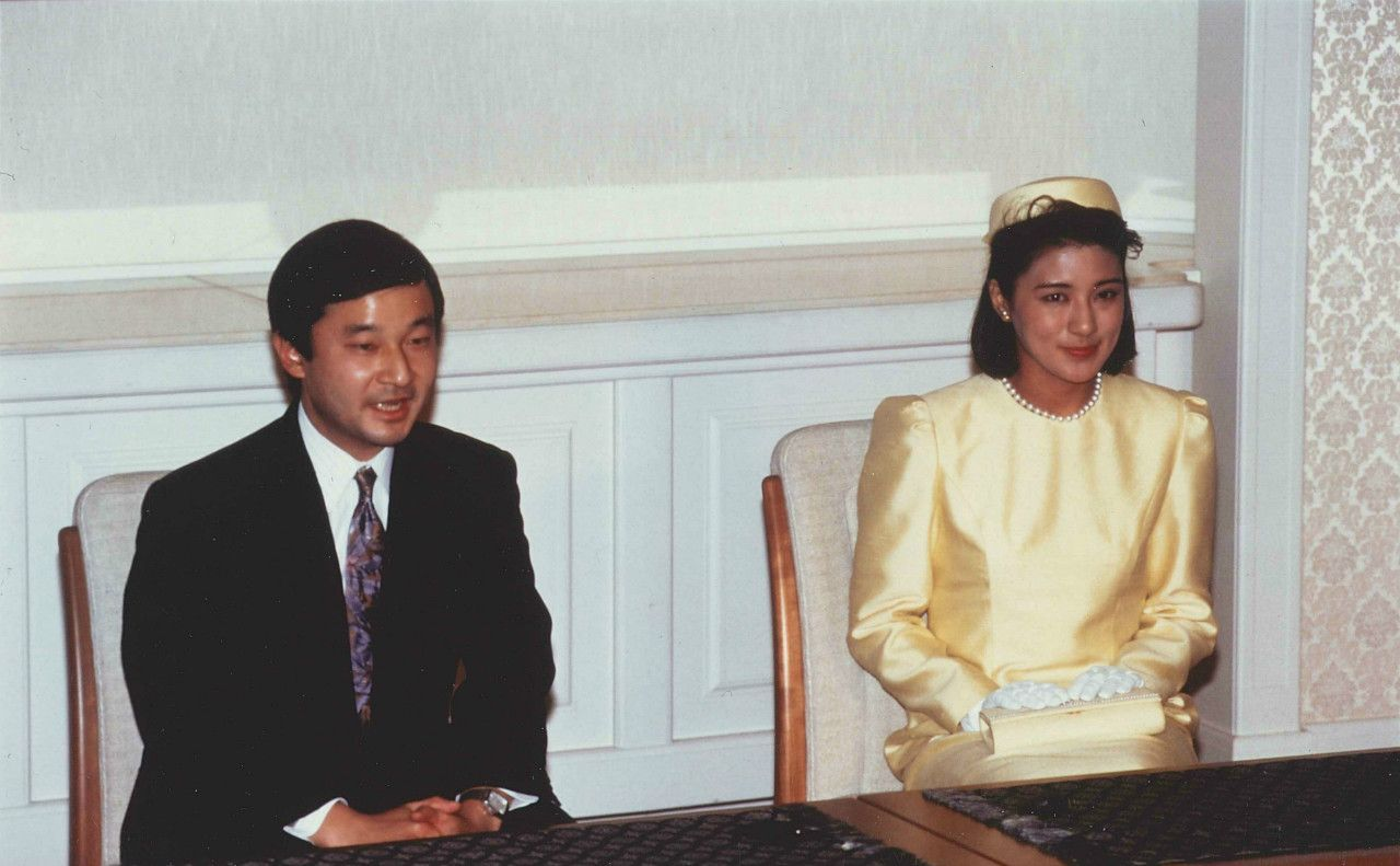 1993年1月19日、婚約内定記者会見での皇太子さまと小和田雅子さん(当時) ©JMPA