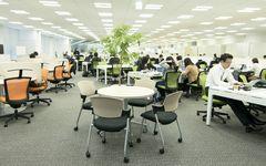 カルビー7期連続増収増益を支えた「フリーアドレス」オフィス