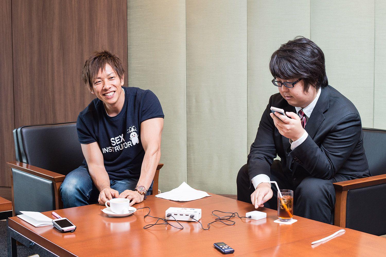 しみけんさん(左)と古川洋平さん