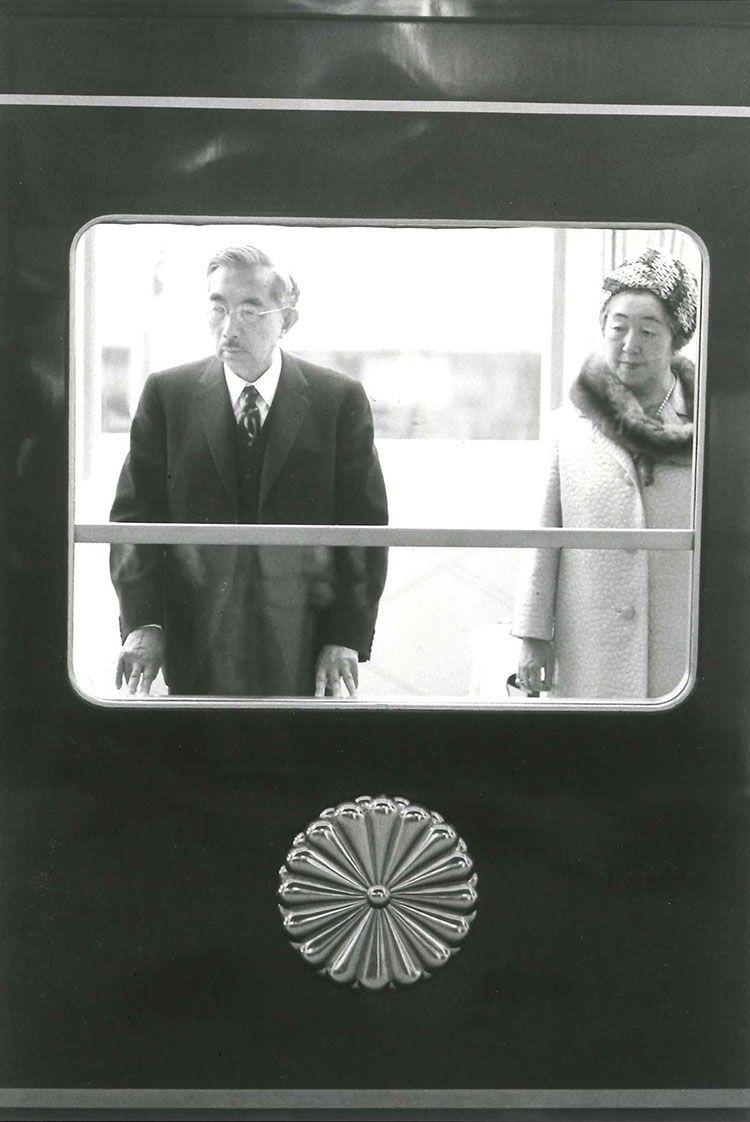 かつてのお召し列車。昭和46年4月21日、昭和天皇・香淳皇后が岡山駅にて ©文藝春秋