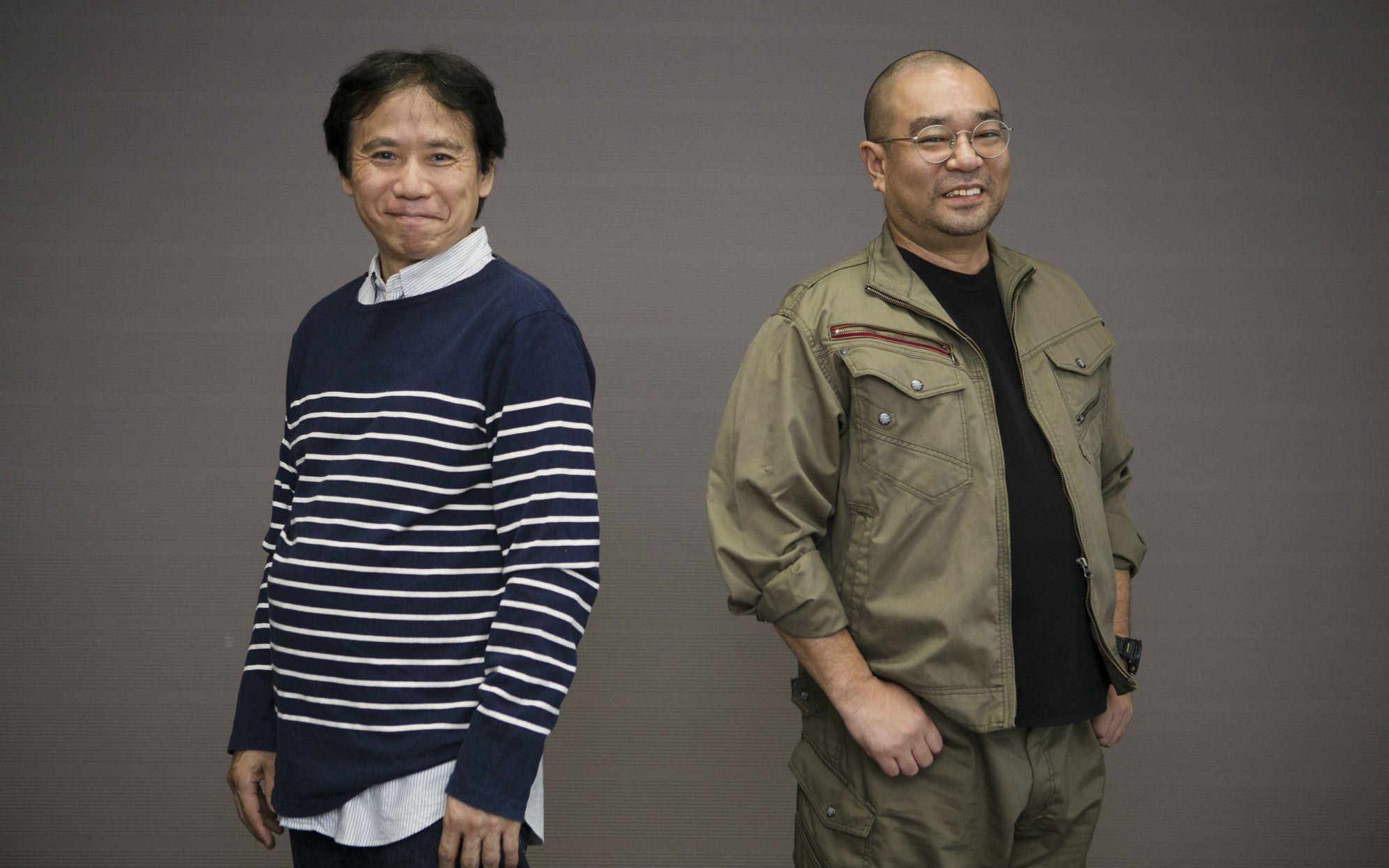 真夏にもかかわらずユニクロの秋物新品を着る横田氏(左)と、原発潜入時の作業着姿の鈴木氏(右)