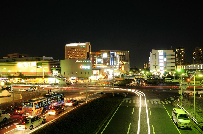 海浜幕張駅前 ©時事通信社