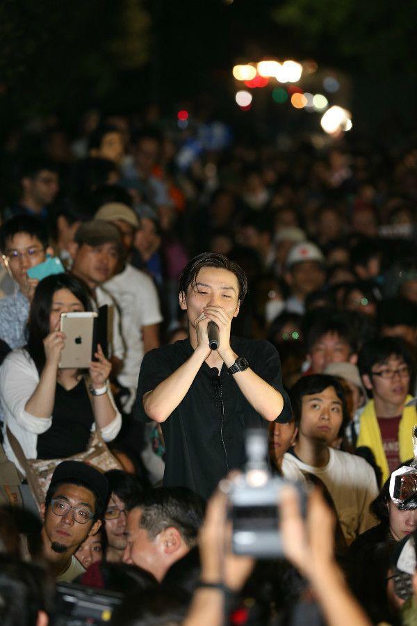 演説するSEALDs創設メンバーの奥田愛基氏 ©文藝春秋