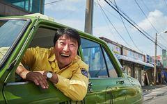 ドイツ人記者と韓国人運転手の激動の2日間 「タクシー運転手 ~約束は海を越えて~」を採点!――シネマチャート
