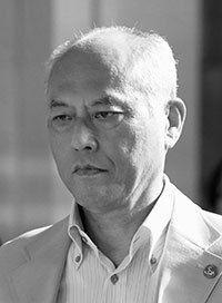 六月二十日、舛添都知事は厳しい表情で都庁を後にした Photo:Kyodo