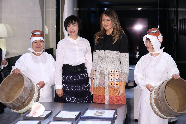 メラニア米大統領夫人と海女さんと ©JMPA