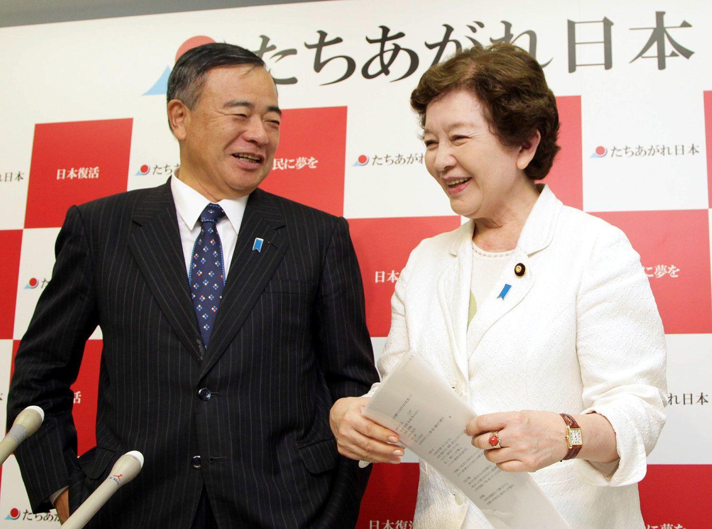 2010年6月、「たちあがれ日本」に入党したときの中山成彬、中山恭子夫妻