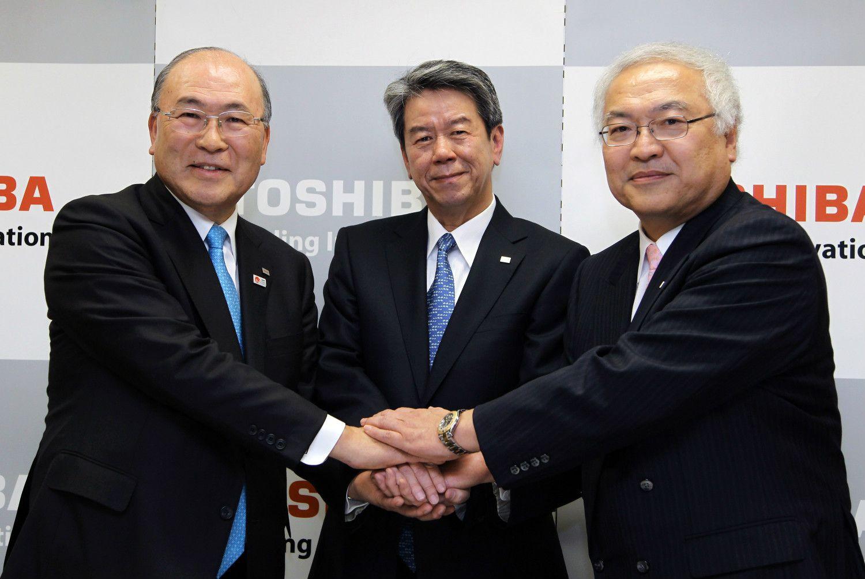 左から西田会長、田中副社長、佐々木社長(肩書きはいずれも当時) ©getty