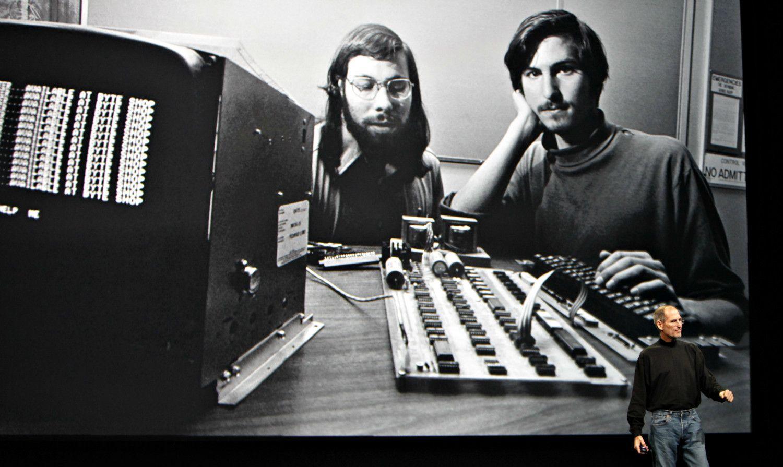 若き日のジョブズ(右)とウォズアニック(左) ©getty
