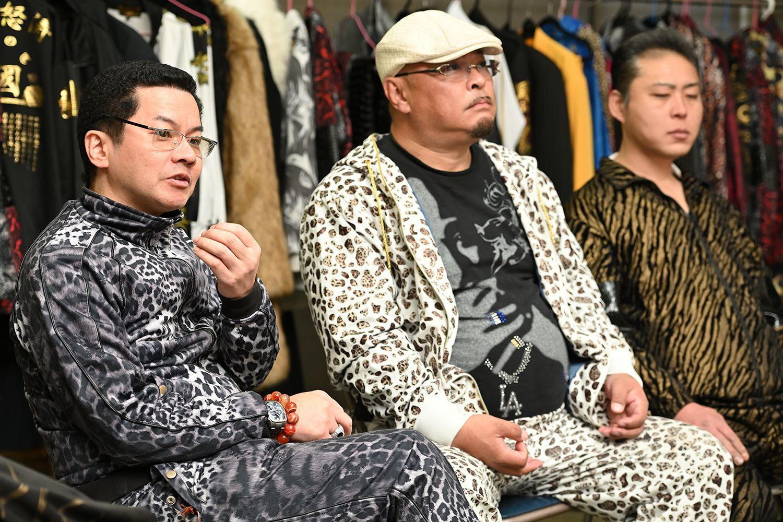 左から倉本宙雨組長、吉田丸さん、高倉亭どん兵衛さん
