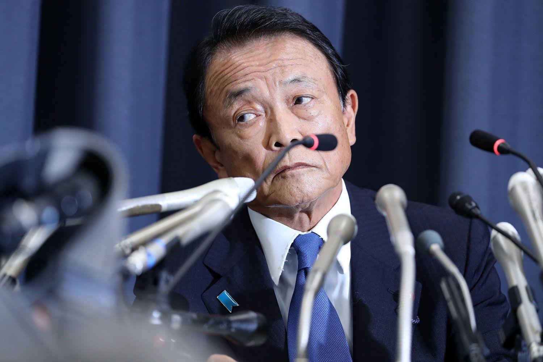 6月4日、森友学園決裁文書改ざんの調査報告書発表を受け会見する麻生太郎財務相