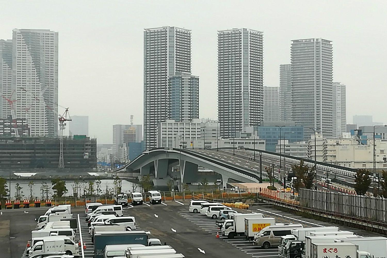 1カ月後に開通する予定の豊洲大橋 ©文藝春秋