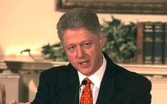 """ご存知ですか? 1月26日はクリントン米大統領がモニカ・ルインスキーとの""""不適切な関係""""を否定した日です"""