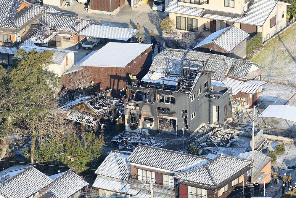 陸上自衛隊のAH-64D戦闘ヘリが墜落した現場(佐賀県神埼市)。周囲には民家が点在している ©時事通信社