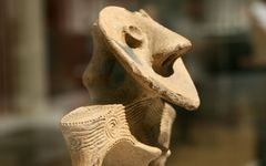 縄文時代の造形は、類似のものがないオリジナリティの極みだった